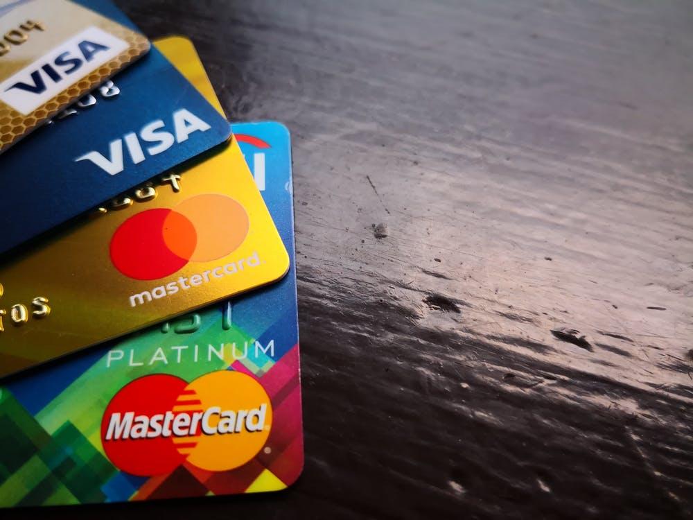 É possível ter cartão de crédito com o nome sujo?