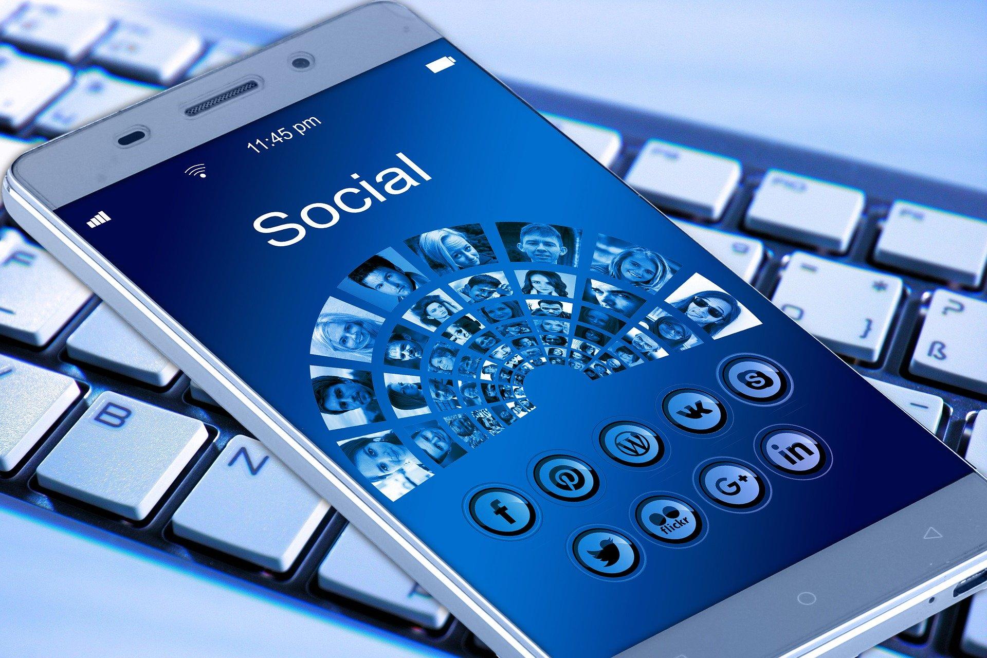 Como usar as redes sociais para divulgação?