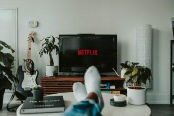 4 formas de como conectar notebook na TV: com e sem fio